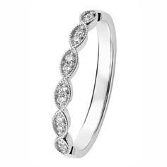 Herkän ja romanttisen Clara-sormuksen muoto on kauniin pitsimäinen. Timantit 12 x 0,01 H/SI. Design Sami Laatikainen. Saatavilla myös kelta- ja punakultaisena. Suositushinta 789 €. Muoto, Diamond, Bracelets, Jewelry, Design, Fashion, Moda, Jewlery, Jewerly
