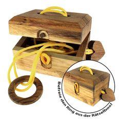 Magisches Liebeskästchen via: www.monsterzeug.de Schluss mit ödem Geschenkpapier! Dieses kleine Holzkästchen ist die ideale Verpackung für dein romantisches Geschenk zum Valentinstag.