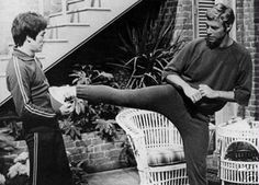 Bruce Lee with James Franciscus Bruce Lee Facts, Bruce Lee Photos, Enter The Dragon, Martial Artists, Old Shows, Action Film, Rich Man, Science Fiction, Beautiful Men