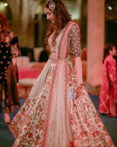 Stealer Looks For 2020 Brides :- Wanderlust Fashion . Indian Designer Outfits, Designer Dresses, Indian Dresses, Indian Outfits, Indian Attire, Bollywood Lehenga, Rekha Saree, Lehenga Choli, Mehndi Outfit