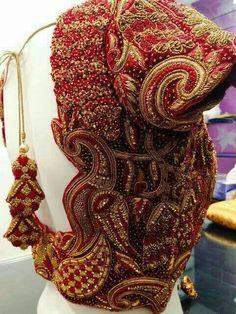 Designer blouse designs with beautiful ideas for neck and back. Browse latest blouse models, saree, patterns online on Happy Shappy Wedding Saree Blouse Designs, Pattu Saree Blouse Designs, Fancy Blouse Designs, Saree Blouse Patterns, Lehenga Blouse, Wedding Blouses, Saree Dress, Maggam Work Designs, Stylish Blouse Design