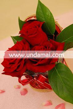 Aranjament VINTAGE ROSES  Caseta de bijuterii cu trandafiri asortati