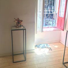 Intervención de Pablito en la exposición La Carne El Sacrificio El Ritual de Julio Galindo @savageceramic hasta el 29 de julio #madrid #art #arte #artgram #chueca #performance #summertime #summer #sol