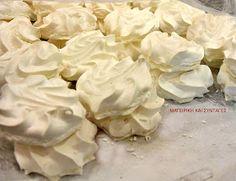 ΜΑΓΕΙΡΙΚΗ ΚΑΙ ΣΥΝΤΑΓΕΣ: Μπεζέδες ή Μαρεγκάκια !!! Cyprus Food, Greek Recipes, Afternoon Tea, Icing, Cabbage, Bakery, Sweets, Cookies, Desserts