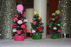 fun kids craft~  Christmas tree pinecones