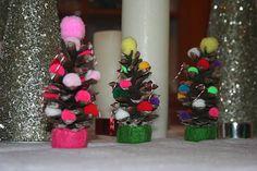 fun kids craft~  Christmas tree pinecones