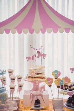 """A mamãe da Martina, nossa aniversariante de hoje, disse assim: """"Quero que esse salão vire um parquinho de diversões!"""". E não é que virou mesmo? Um parque fofinho, todo em tons pastel e cheios de detalhes encantadores, para comemorar os 2 aninhos da..."""