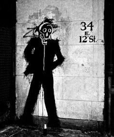 Antes de Banksy, Basquiat y Keith Haring, estuvo Shadowman Keith Haring, Banksy, Pop Art, Shadow Painting, Jean Michel Basquiat, Wallpaper Magazine, Street Art Graffiti, Street Artists, Constructivism
