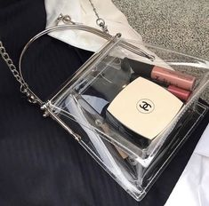 grafika beauty chanel and fashion Looks My Bags, Purses And Bags, Cheap Purses, Jewelry Accessories, Fashion Accessories, Foto Fashion, Clear Bags, Cute Bags, Kylie Jenner
