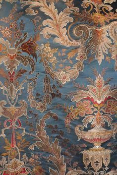 Tissu VERDI signé TASSINARI & CHATEL, signé LELIEVRE PARIS. Une sélection de la rédaction de www.source-a-id.com
