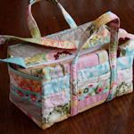 12 Free Diaper Bag Patterns: {Sewing} - doesn't have to be used as diaper bags, these are cute!