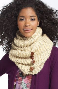 Rubbish button scarf! Want it. Love it.