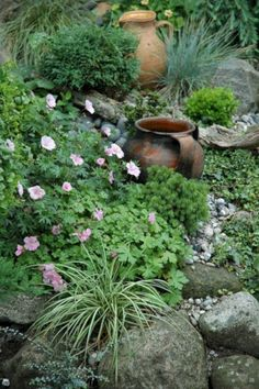 RSimple Rock Garden Decor Ideas For Front And Back Yard 34 When we think of a garden, the first thing that comes into our mind is plants. Of course, every garden … Rockery Garden, Rock Garden Plants, Shade Garden, Garden Art, Garden Beds, Rock Garden Design, Exterior, Garden Cottage, Parcs