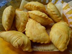 singapore: curry puff