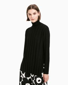 The Vertaus knit tunic is made from black merino wool with a wide rib knit. Normal Body, Marimekko, Happy Women, Long Toes, Body Shapes, Looking For Women, Rib Knit, Merino Wool, Ready To Wear