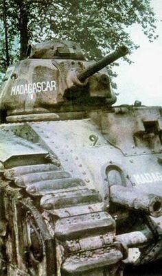 Char de la 2/15e BCC (2e DCR sur le flanc sud de la Panzergruppe Kleist) abandonné sur panne près de Ham le 19 mai 1940 suite à des dégâts subis au feu (contre la 1. Panzer-Division).