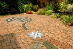Brick Paver patio with paver art custom inlays (VistaPro Landscape & Design)