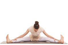 エクササイズのポーズを覚える時間がない。と毎日忙しい方にもおすすめな「開脚ストレッチ」。毎日数分開脚のストレッチをすることでしなやかな体作りができるそうです。今回は、無理せずに続けられる「開脚ストレッチ」の効果とやり方をご紹介したいと思います。 Health Diet, Health Care, Health Fitness, Ballet Dance, Exercise, Yoga, Workout, Beauty, Muscles