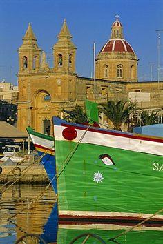 Puerto y la ciudad, Marsaxklokk, isla de Malta, Mediterráneo, Europa