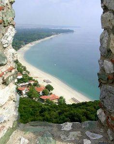 Platamonas beach at Pieria Prefecture, south Macedonia, Greece Beautiful Islands, Beautiful World, Beautiful Places, Paros, Santorini, Greek Sea, Malta, Paradise On Earth, Beach Hotels