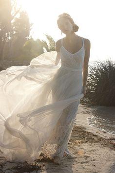 Bohemian Wedding Dresses for Stylish Brides - MODwedding. This might be my Dream wedding gown! Boho Wedding Dress With Sleeves, Bohemian Wedding Dresses, One Shoulder Wedding Dress, Bohemian Weddings, Bohemian Bride, Boho Dress, Mod Wedding, Wedding Bells, Wedding Bride