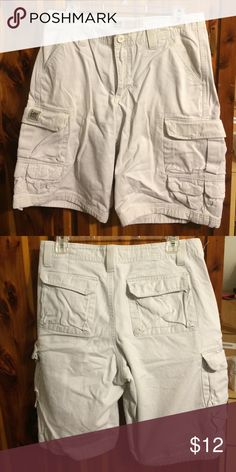 Men's cargo  shorts Men's lee dungaree cargo shorts. Size 30. Perfect condition Lee Shorts