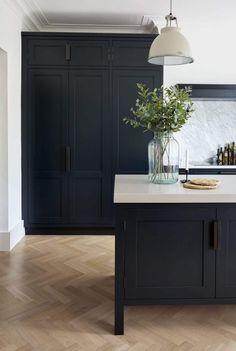 9 kitchen trends for 2019 Bets will be huge – Emily Henderson – High Quality Marble Kitchens Home Decor Kitchen, Interior Design Kitchen, Kitchen Furniture, New Kitchen, Shaker Kitchen, Kitchen Themes, Black Kitchen Cabinets, Black Kitchens, Home Kitchens