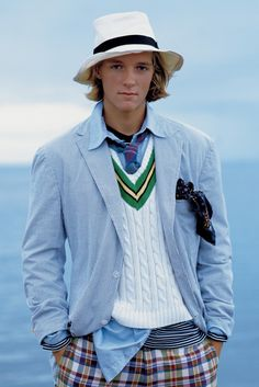 Some Images from the Spring 1997 Ralph Lauren campagne. Madras shirts and shorts, Seersucker Blazers, oxford shirts, Striped Tee. Moda Preppy, Preppy Boys, Preppy Style, Preppy Dresses, Preppy Outfits, Ralph Lauren Looks, Polo Ralph Lauren, Madras Shirt, Ivy League Style