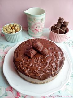 All in One: Tarta Kinder Bueno Candy Recipes, Sweet Recipes, Donuts, Tasty, Yummy Food, Cheesecakes, Delish, Deserts, Pudding