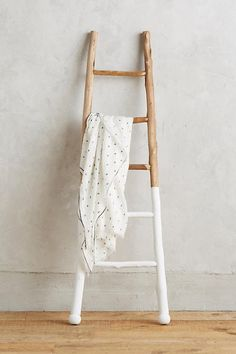 I've always wanted a blanket ladder. This white-dipped ladder from Anthropologie could be an easy DIY project. Wood Ladder, Ladder Decor, Rustic Ladder, Rustic Wood, Rustic Decor, Ladder Display, Vintage Ladder, Vintage Decor, Vintage Style