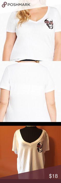 Torrid Rose Skull Tee, Size 2X White vneck shirt sleeve Rose Skull Tee size 2X in good condition torrid Tops Tees - Short Sleeve