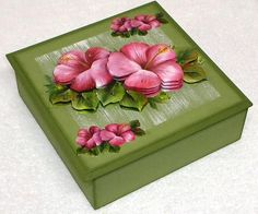 Beautiful flowers on a box Decoupage Vintage, Decoupage Box, Crafts To Sell, Diy And Crafts, Paper Crafts, Painted Boxes, Hand Painted, Handmade Gift Tags, How To Make Box