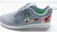 Nike roshe run shoes for women and mens runs hot sale. Browse a wide range of styles from cheap nike roshe run shoes store. Roshe Run Shoes, Nike Roshe Run, Nike Shox, Nike Free Shoes, Nike Shoes Outlet, Roshe Run Femme, Floral Nikes, Nike Free Runners, Blue Sneakers