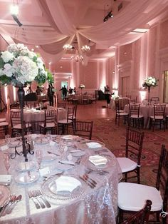 Beautiful wedding reception room at The Founders Inn in Virginia Beach, Va - The Bridal Dish adores!  http://www.thebridaldish.com/vendors/founders-inn