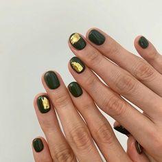 Nail Art Trend - Green and Gold Foil Nail Design Stiletto, Nail Design Glitter, Nail Polish, Gel Nails, Acrylic Nails, Pastel Nails, Do It Yourself Nails, How To Do Nails, Cute Nails