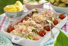 Under de färskostfyllda laxfiléerna döljer sig både squash och tomater.