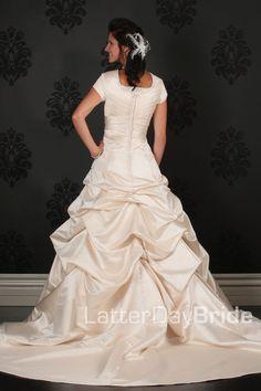 Modest Wedding Dresses : Velia