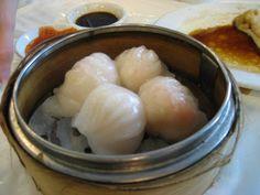 Ecco che ancora mi stupisco da solo... avevo in mente di mostrarvi come si fanno i ravioli al vapore cinesi Jiaozi, quelli che si ordinano s...