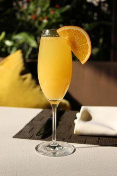 Your Sunday morning cure-all: a Sunday morning mimosa brunch at Culina Los Angeles! #mimosas #brunch #LA #breakfast