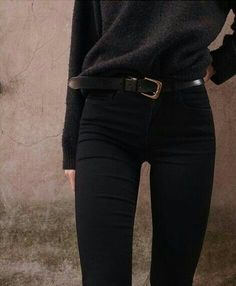 Fall fashion - Black Belt - Ideas of Black Belt - Minimal Street Glamour Haute Couture Luxury Fashion Chic Style Designers and more. Style Noir, Mode Style, Style Me, Prep Style, Mode Chic, Black Style, Smart Casual Outfit, Casual Outfits, Cute Outfits