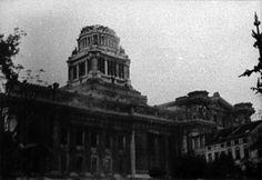 Dimanche 3 septembre 1944 -  la 2e division blindée pénètre dans Bruxelles par l'avenue de Tervuren.Les derniers allemands chargent en toute hâte des camions militaires. Ils se retirent fuyant vers l'est. Mais avant leur départ, ils mettent le feu au Palais de Justice pour détruire les documents qui s'y trouvent encore.
