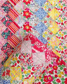 Liberty of London - Trip Around the World Quilt Liberty Quilt, Liberty Fabric, Sewing Crafts, Sewing Projects, Granny Square Quilt, Quilt As You Go, Autumn Wreaths, Liberty Of London, Easy Quilts