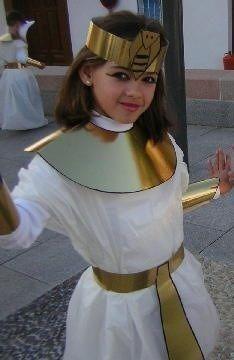 Disfressa Egipte Egyptian Costume Kids, Egyptian Goddess Costume, Egyptian Crafts, Egyptian Party, Diy Costumes, Halloween Costumes, Archaeology For Kids, Fancy Dress, Dress Up