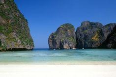 Parcourez la Thaïlande en traversant les merveilleuses plages de Phuket et en passant par le Parc National de Khao Sok et la baie de Phang Gna pour y découvrir la magnifique faune et flore en compagnie de votre guide.