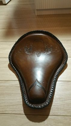 custom leather motorcycle/bobber seat by leatherandstitches