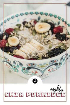 Are you looking for a hearty and comfort breakfast? Enjoy this chia pudding with fresh fruit and nuts, perfect for the winter season. #vegan #glutenfree Vegan Breakfast Recipes, Raw Food Recipes, Healthy Recipes, Easy Meals For Kids, Kids Meals, Unprocessed Recipes, Breakfast Cake, Chia Pudding, Vegan Dishes