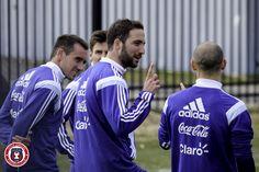 Gonzalo Higuaín   @Argentina training session @georgetownhoyas #TOCA #PLAYsimple #GiraPorEEUU @G_Higuain @sscnapoli