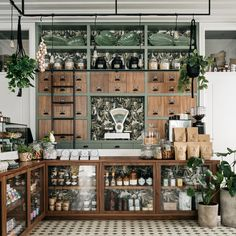 Prado Mercearia, Lisbon 📷 What a beautiful grocery shop! We love ALL the details from the wallpaper to the… Coffee Shop Design, Cafe Design, Store Design, Interior Design, Pharmacy Design, Retail Design, Apothecary Decor, Apothecary Cabinet, Deli Shop