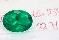 The 22.71 carat Oval is off with the other pieces to the jewelry show in Hong Kong. The vivid deep green color only found in the mines of Colombia! #ovalemerald #emeraldoval #ovalcut #emeraldgreen #greenemerald #muzoemerald #muzoemeralds #colombianemeralds #colombianemerald #naturalemerald #emeraldring #emeraldjewelry #emeraldjewellery #emeraldpendant #emeraldnecklace #greenwithenvy #greengemstone #finejewelry #loosegemstone Www.jrcolombianemerald.com