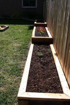 Cheap and Easy DIY How to Make Raised Garden Beds With Fence https://www.onechitecture.com/2018/01/19/cheap-easy-diy-make-raised-garden-beds-fence/ #gardenplanters #gardenfences #raisedbedsfence